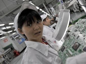 Foxconn заменит рабочих роботами