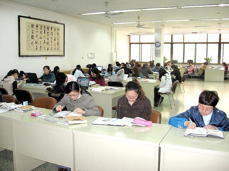 групповой сек в библиотеке